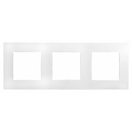 Рамка декоративная трехместная универсальная (белая)